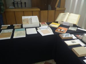 Exhibición temporal con algunos libros del CDIJUM