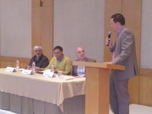 Enrique Chmelnik, director del CDIJUM, dio unas palabras de bienvenida