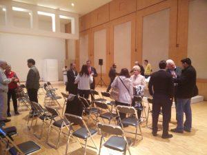 Los asistentes se quedaron un rato más a intercambiar opiniones entre ellos y con los ponentes