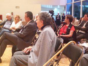 El público hizo preguntas y comentarios al terminar la participación de los ponentes.